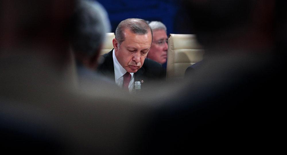 Presidente de Turquía, Recep Tayyip Erdogan, durante la cumbre de la OTAN en Varsovia