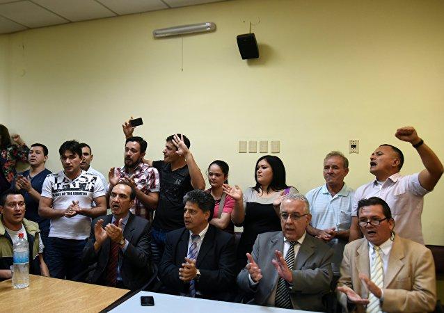 Los campesinos condenados en el marco del caso Curuguaty, y sus abogados durante el juicio en Asunción