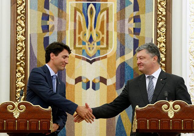 El primer ministro canadiense, Justin Trudeau, y el presidente ucraniano, Petró Poroshenko