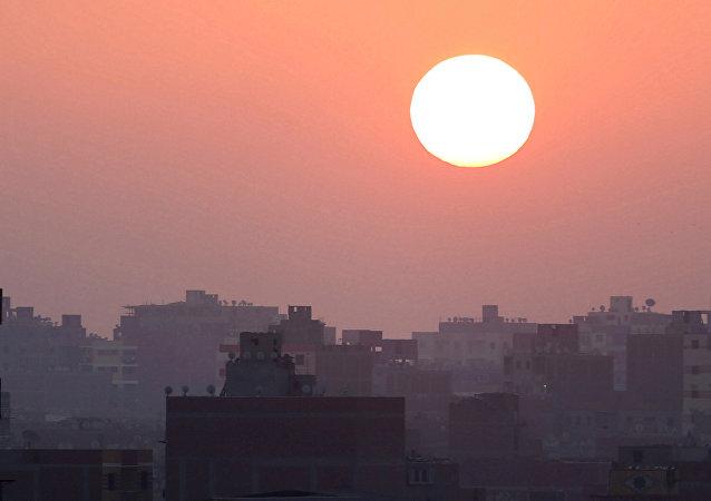 El sol se levanta en El Cairo