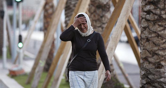 Mujer llorando por su hijo tras el atentado en Niza