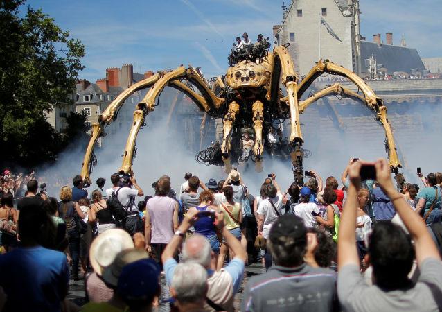El 8 de julio, en la ciudad francesa de Nantes, se celebró la presentación de una araña robótica gigante diseñada y construida por la empresa La Machine