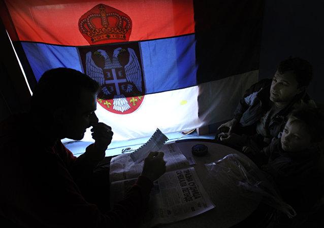La bandera de Serbia