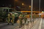Militares turcos bloquean acceso al puente sobre el Bósforo en Estambul