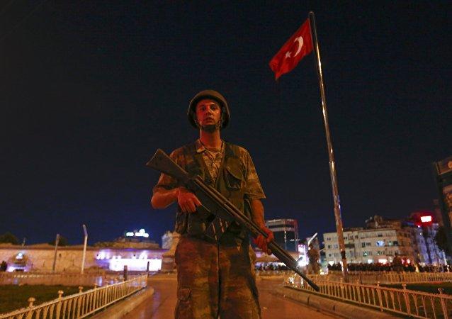 Soldado turco en la plaza de Taksim en Estambul (archivo)