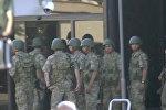 Los militares turcos partidarios del golpe se rinden a la Policia