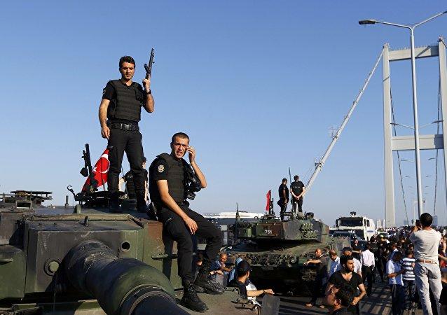 La policía turca después de la intentona golpista