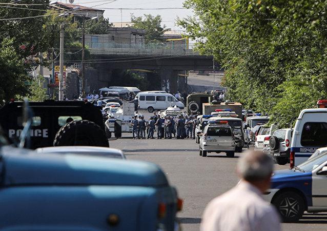 Hombres armados asaltan una comisaría en Ereván