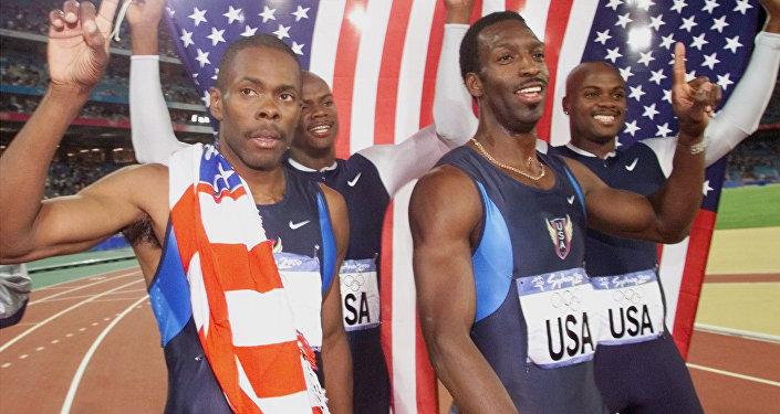 Campeones olímpicos de Sidney 2000 en la carrera de relevos de 4×400 metros. Antonio Pettigrew, Calvin Harrison, Michael Johnson and Alvin Harrison.