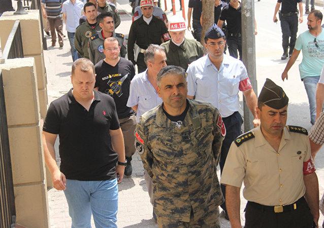 Bekir Ercan Van (centro), jefe de la base militar turca de Incirlik