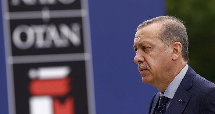 Recep Tayyip Erdogan, presidente turco, en la cumbre de la OTAN en Varsovia (archivo)