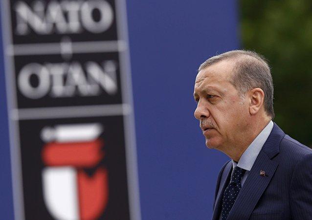 Tayyip Erdogan, presidente turco, en la cumbre de la OTAN en Varsovia (archivo)