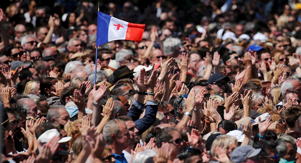 Minuto de silencio en París en memoria de las víctimas de la masacre en Niza