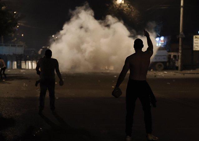 Manifestantes en Ereván