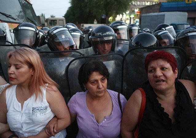 La situación cerca del cuartel policial