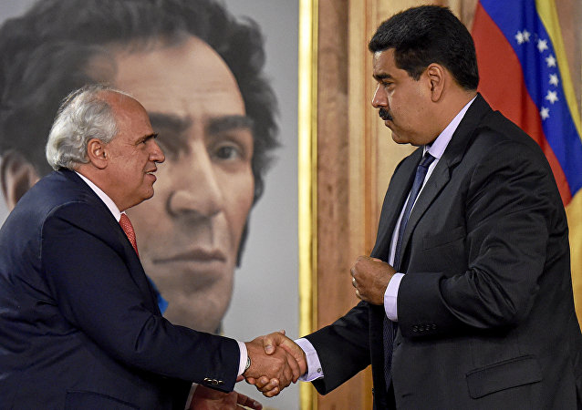 Ernesto Samper, secretario general de la Unasur, y Nicolás Maduro, presidente de Venezuela (archivo)