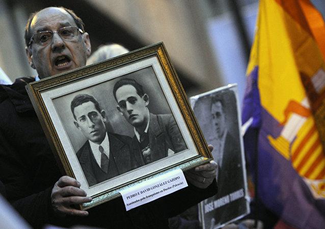 Un familiar de las víctimas de la dictadura franquista (archivo)