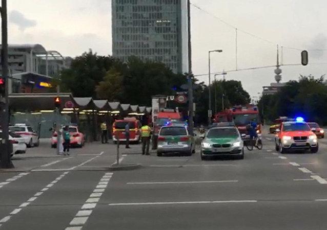 Policía de Múnich cerca del centro comercia Olympia