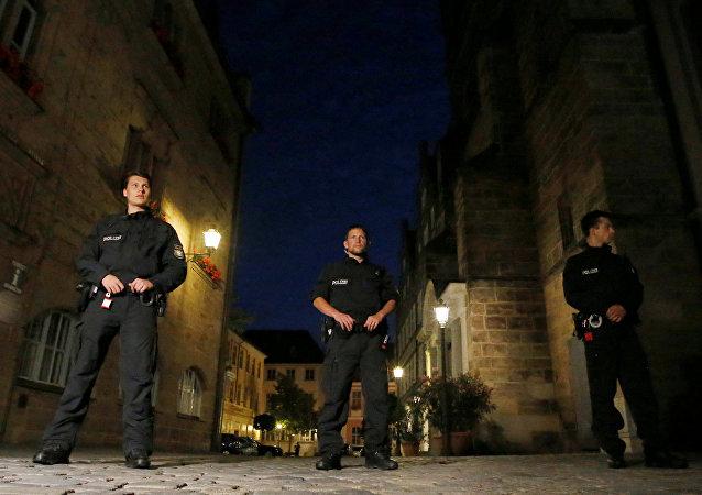 Los policías alemanes en el lugar de la explosión en Ansbach