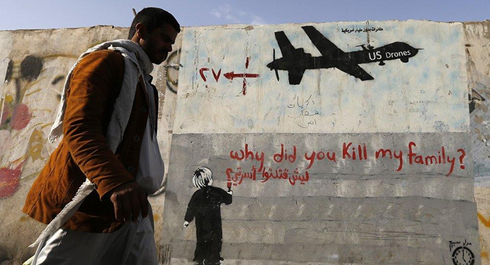 Un grafiti en Yemen denuncia los ataques de drones estadounidenses. Texto: ¿por qué han matado a mi familia?