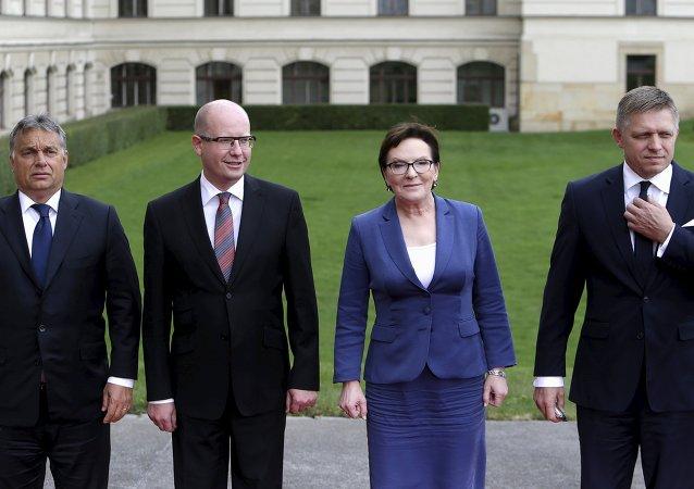 Los primeros ministros del V4: Víktor Orban de Hungría, Bohuslav Sobotka de la República checa, Ewa Kopacz de Polonia y Robert Fico de Eslovaquia