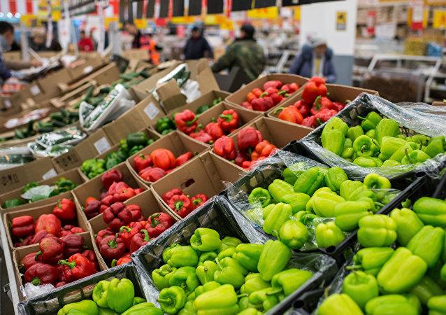 Verduras turcas en un supermercado ruso