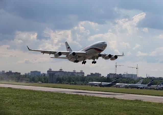Un avión de largo recorrido y fuselaje ancho ruso Il-96, una de las aeronaves más 'interesadas' en la creación del nuevo y potente motor PD-35