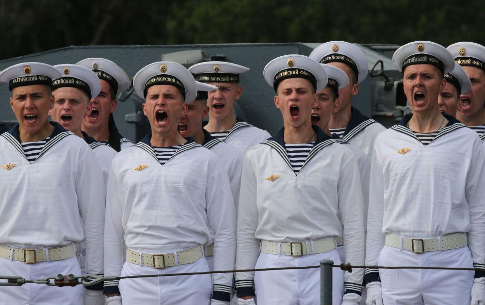 Ensayo general del desfile con motivo del Día de la Armada de Rusia