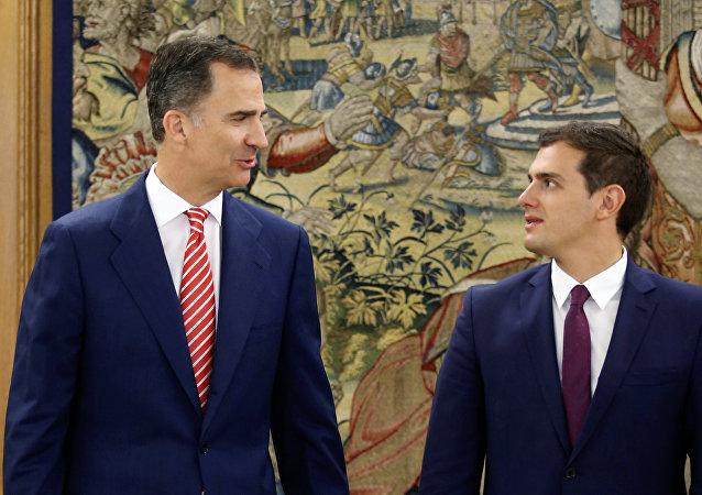 El Rey de España, Felipe VI, y el presidente del partido Ciudadanos, Albert Rivera