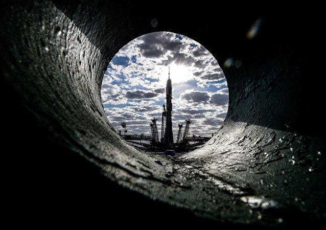 Cohete portador Soyuz-FG con el cohete espacial Soyuz TMA-18M en el cosmodromo Baikonur