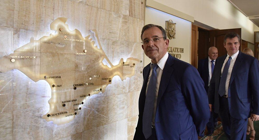 Thierry Mariani, el organizador de la delegación francesa, durante su visita en Crimea