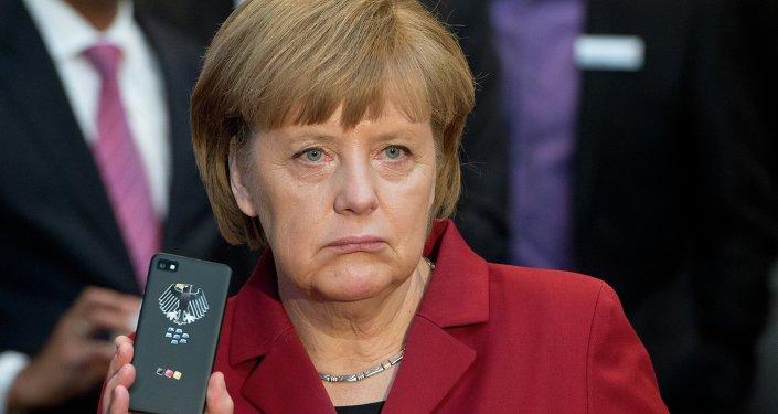 El famoso 'móvil para cancilleres' que Secusmart obsequió a Angela Merkel, 2013