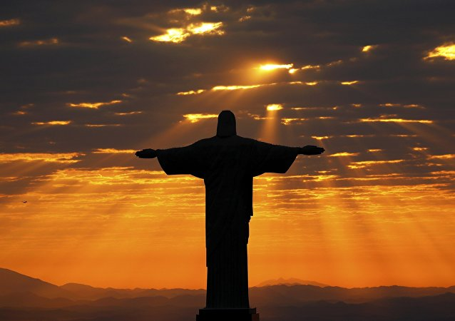 Jesus Christ the Redeemer during sunrise in Rio de Janeiro, Brazil (archivo)
