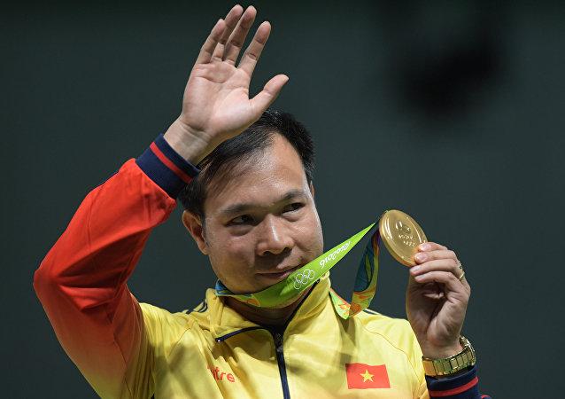 Hoang Xuan Vinh, medallista de oro en tiro de pistola de aire de 10 metros en los Juegos de Río de Janeiro 2016