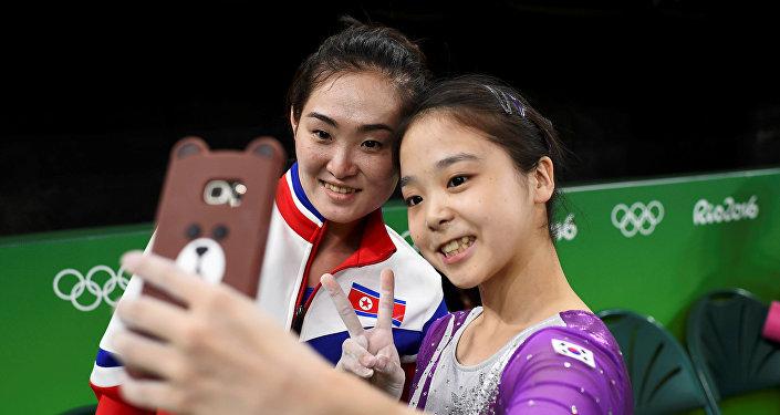 Gimnastas de Corea del Sur y Corea del Norte
