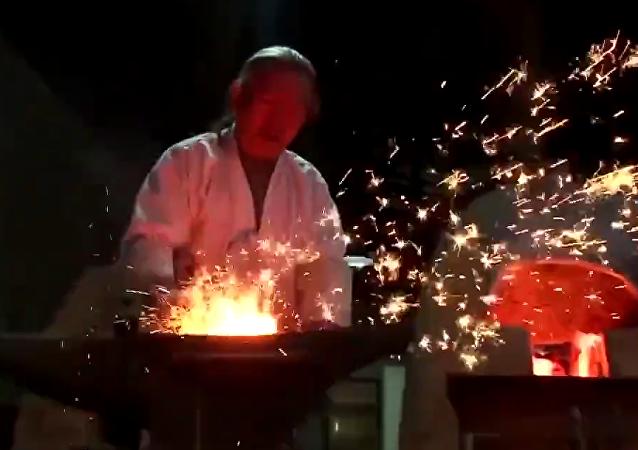 Así es el largo proceso de la forja de una espada coreana
