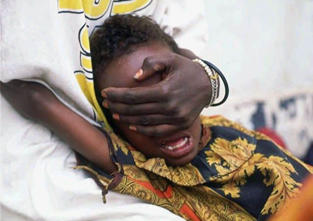 Huda Mohammed Ali de 6 años grita de dolor mientras es sometida a la circuncisión en Hargeisa, Somalia, 17 de junio de 1996.