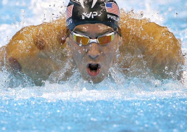 El nadador estadounidense Michael Phelps durante la semifinal de los 200 metros mariposa en los JJOO 2016
