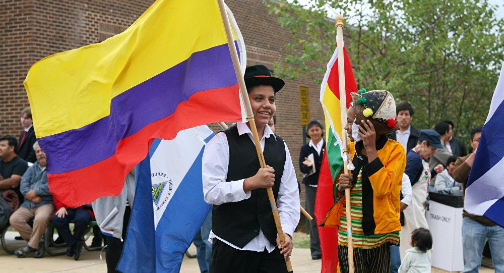 Desfile de los niños de las Banderas de América Latina