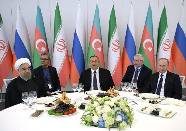 El presidente de Irán, Hasán Rohani, el presidente de Azerbaiyán, Ilham Aliyev, y el presidente de Rusia, Vladímir Putin