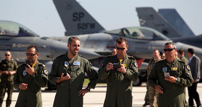 Los militares de la OTAN en la base militar en Sicilia, Italia