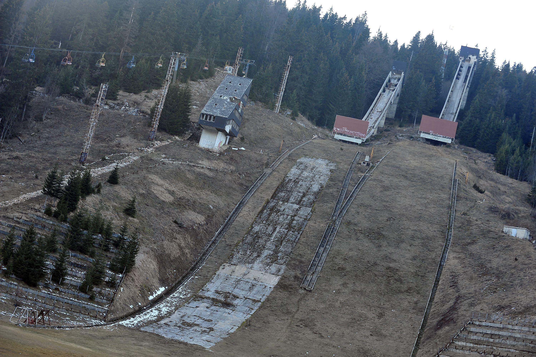 Trampolines para saltos de esquí abandonados en Sarajevo. JJOO de invierno de 1984.