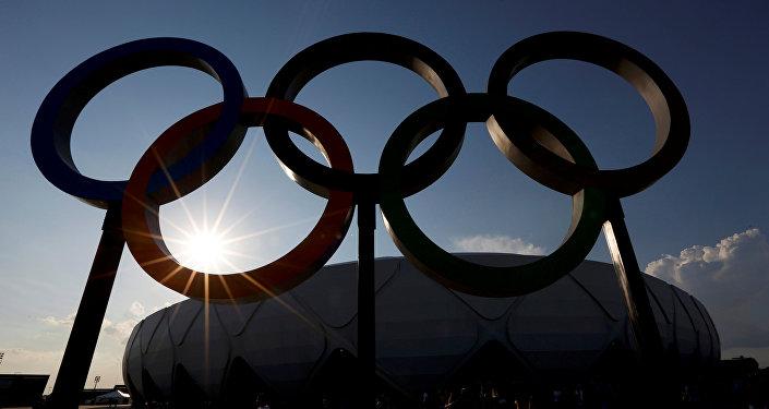 El estadio Amazonia en Río de Janeiro con anillos olímpicos