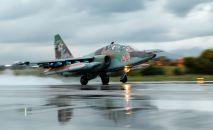 Un avión ruso Su-25 en la base aérea de Hmeymim en Siria