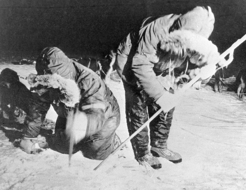 Especialistas americanos recogen hielo radioactivo