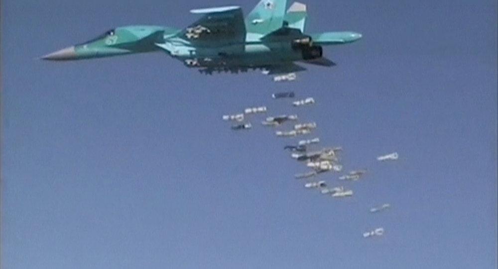 Bombarderos rusos Tu-22M3 y Su-34 atacan instalaciones de Daesh en Siria