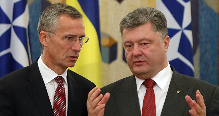 Secretario general de la OTAN, Jens Stoltenberg, y presidente de Ucrania, Petró Poroshenko (archivo)