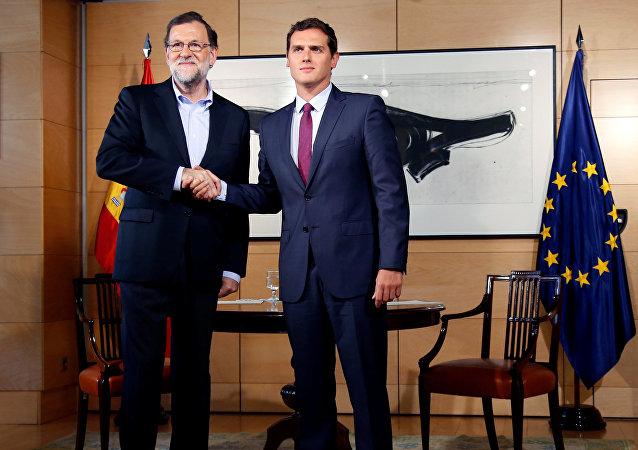 Presidente del Gobierno español, Mariano Rajoy y el presidente de Ciudadanos, Albert Rivera (archivo)