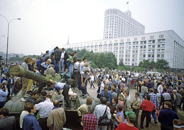 Los manifestantes bloquean el acceso al Parlamento, el 20 de agosto de 1991