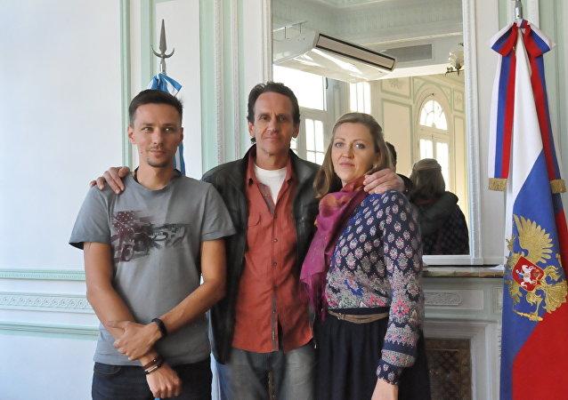 Konstantín Shorin (operador), Andréi Novosélov (director) y Natalia Sokolóva (productora)